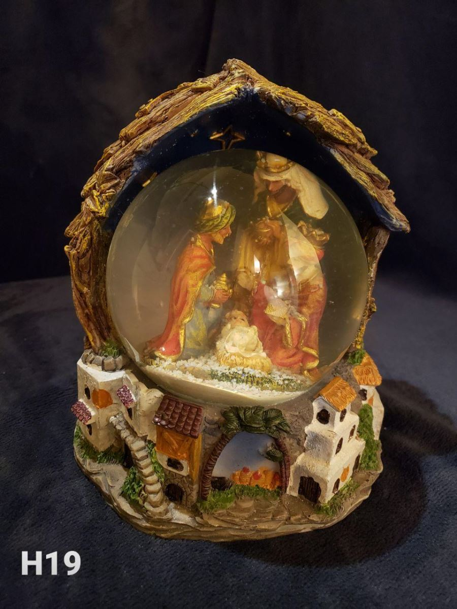 Nativity Water Snow Globe H19